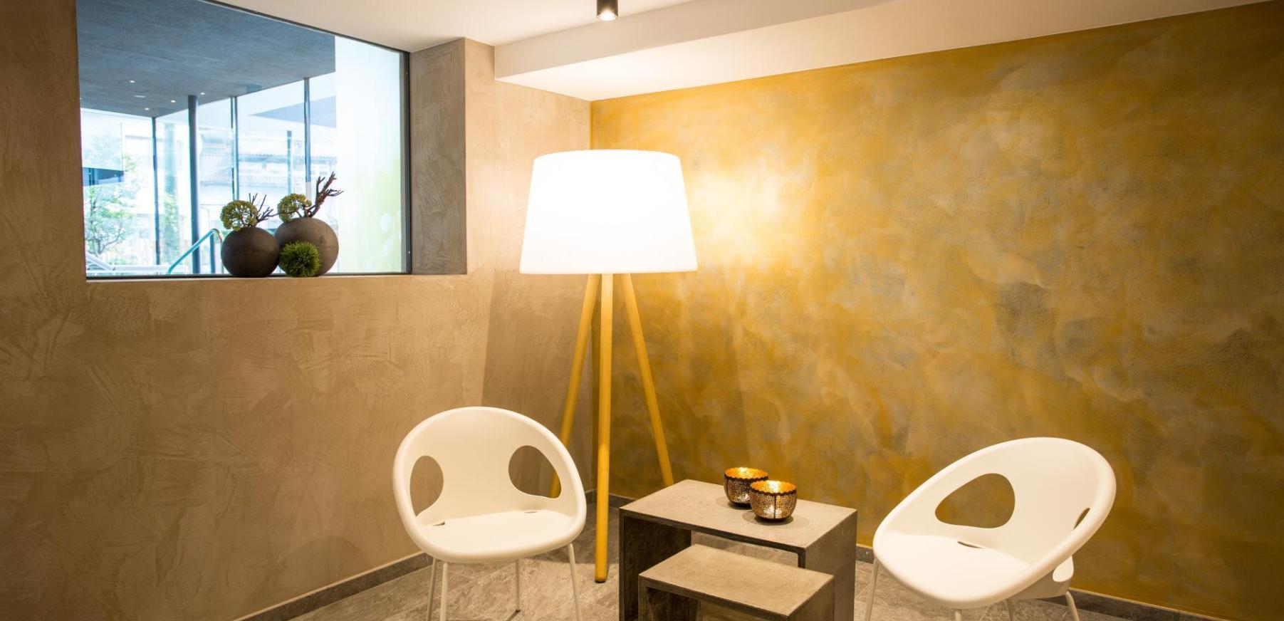 erleben sie unsere wasserwelt im hotel hilburger in schenna bei meran. Black Bedroom Furniture Sets. Home Design Ideas