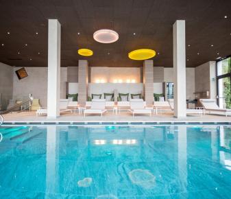 eine leichte gradlinige und modere architektur finden sie im hotel hilburger. Black Bedroom Furniture Sets. Home Design Ideas